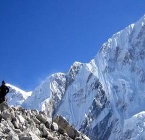 A webcam shows us in real time the summit of Everest